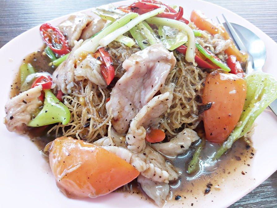【2020米其林曼谷小吃】澤記酒家Chakki,美味豆鼓燴粿條和叉燒雞蛋麵,銅板價帶你吃遍曼谷美食