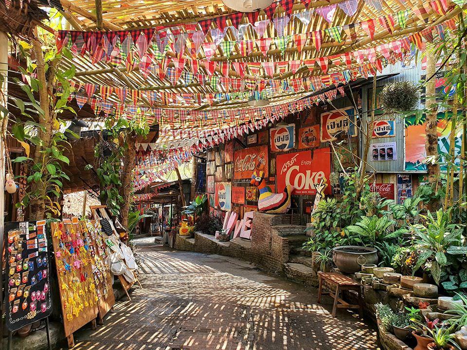 【叻丕府】漫步芳香蠟燭園小山城、手作坊尋寶、手工製作蠟燭、 復古咖啡廳眺望山景Baan Hom Tien Candle-Making Shop & Café