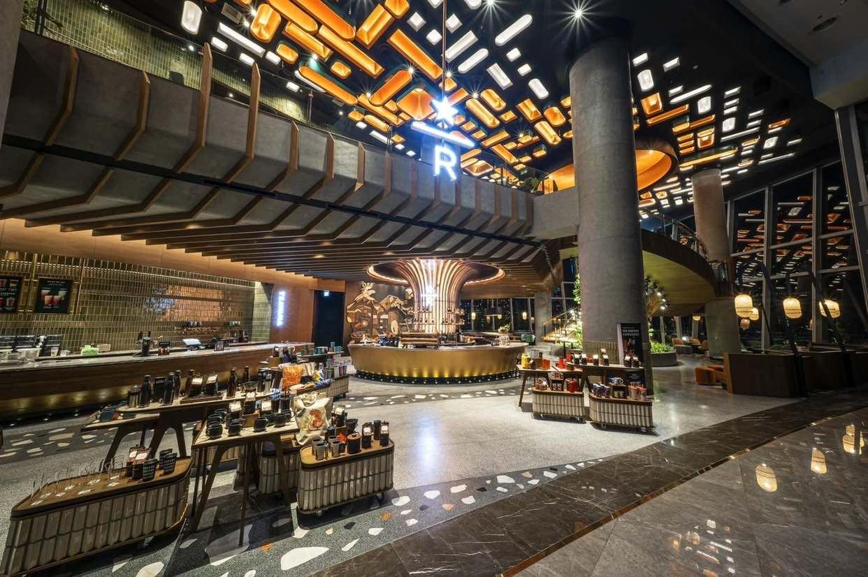 【曼谷景點】泰國最大間星巴克 ICONSIAM Starbucks Reserve™,獨家呈現經典咖啡工藝、特調風味茶飲及咖啡創意調酒,還可欣賞昭披耶河沿岸景色