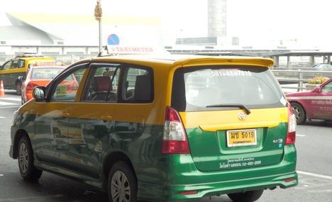 6377701-more_taxis_Bangkok