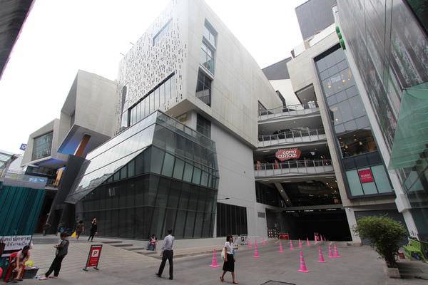 【曼谷】 Siam Square One-結合綠建築與未來設計概念的商城